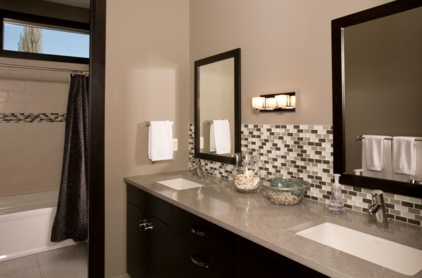 Does your bathroom need vanity backsplash?